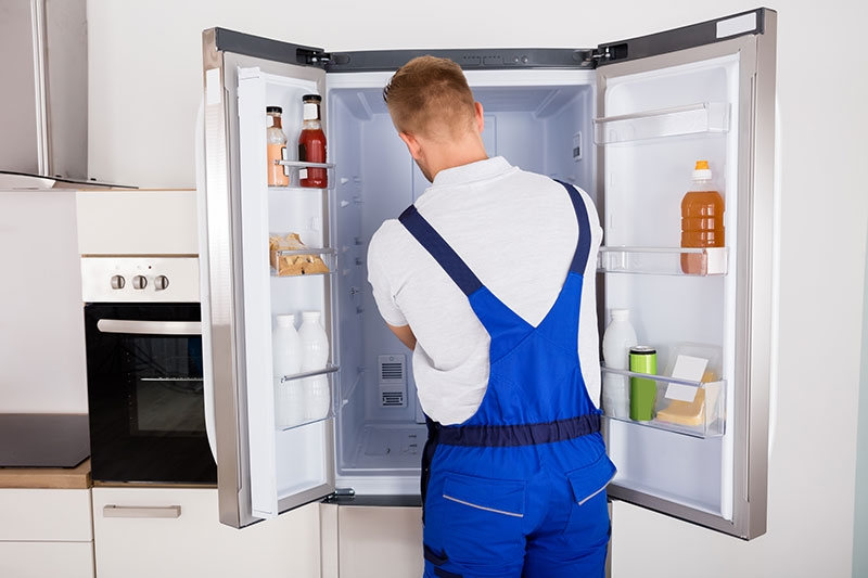 Fridge repair technician